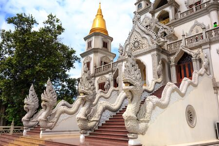 recluse: Hochiminh City, Vietnam - 02 thng 7, 2015: Landscape of Buu Long Buddhist temple in Ho Chi Minh City, Vietnam This temple at Long Binh ward t, district 9 in Hochiminh city, Vietnam