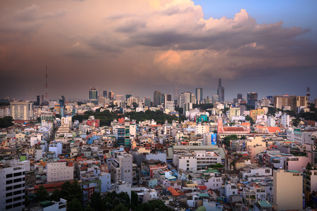 The landscape of Saigon: Thành phố Hồ Chí Minh, Việt Nam - 24 Tháng Bảy 2015: Sài Gòn hay Hồ Chí Minh chân trời thành phố trong ánh hoàng hôn với những ngôi nhà đầy màu sắc, Sài Gòn là thành phố lớn nhất tại Việt Nam với khoảng 10 triệu người dân.