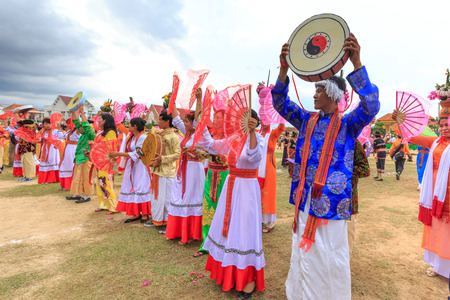 Phan Rang city, Vietnam - October 12, 2015: Dance performance at stadium print Kate festival, group of Vietnamese woman wear clothing with colorful print tradition dance fans, Phan Rang city, Ninh Thuan province, Vietnam Redactioneel