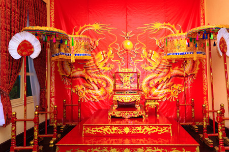adult vietnam: Da Lat city, Vietnam - November 8, 2015: This is place where king and queen simulation decorated as visitors take souvenir photos v. tourists will have the opportunity to experience the feeling of the famous historical figures Editorial