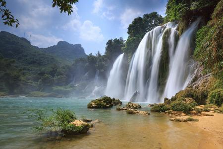 cascade Ban Gioc à Cao Bang, Viet Nam - Les chutes d'eau sont situés dans une zone frontalière entre le Vietnam et la Chine. Ceux-ci sont l'une des plus belles chutes d'eau dans le nord du Vietnam.