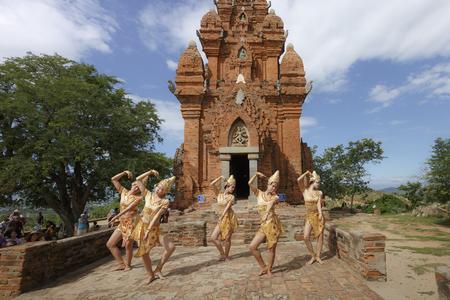 vietnamese ethnicity: Phan Rang town, Ninh Thuan province, Vietnam - November 27, 2016 : The Cham girls perform a Cham tradition dance at ancient Po Klong Garai temple, Phan Rang town, Ninh Thuan province, Vietnam Editorial