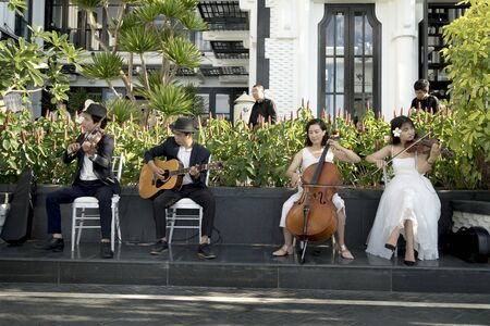 Intercontinental Peninsula Resort Da Nang, Vietnam -July 8, 2018: A band playing in the wedding at a luxury resort Intercontinental Peninsula Resort Da Nang, Vietnam 報道画像
