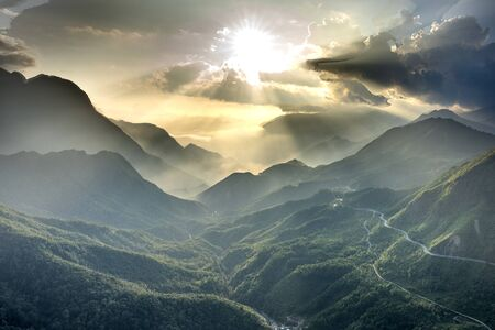 View panoramic photos of the majestic beauty of O Quy Ho pass at sunset