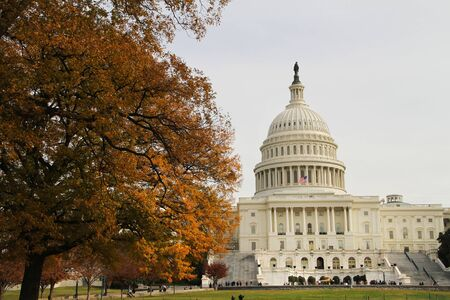 가을에 미국 국회 의사당 건물 스톡 사진