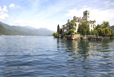 Lake Orta en San Guilio Island in Noord-Italië