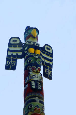 port stanley: Totem Pole on Thunderpark in Victoria  Vancouver Canada  Vancouver is among British Columbias youngest cities Stock Photo