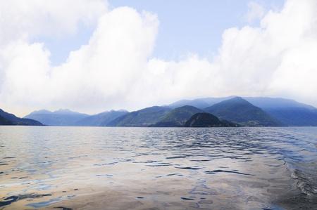 Lago di Como in Lombardia, chiamata la perla del lago di Como, Bellagio è situato sulla punta della penisola che separa i due rami meridionali del lago, con le Alpi visibile attraverso il lago a nord