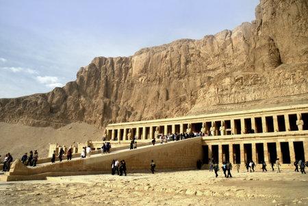 Tempio funerario della regina Hatshepsut sulla West Bank del Nilo Archivio Fotografico - 14542923
