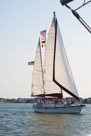 st  pete: Tramonto sul yacht a vela da St Pete Beach nei pressi di St Petersburg Florida USA