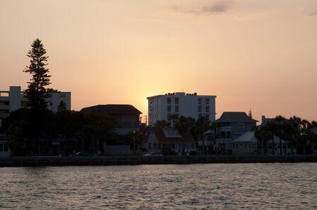 st  pete: Tramonto sulla vela yacht da St Pete Beach vicino a St Petersburg Florida USA Archivio Fotografico