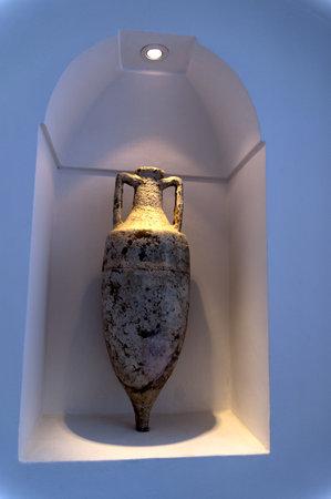 Antique Amphora autrefois utilisée pour l'huile ou du vin