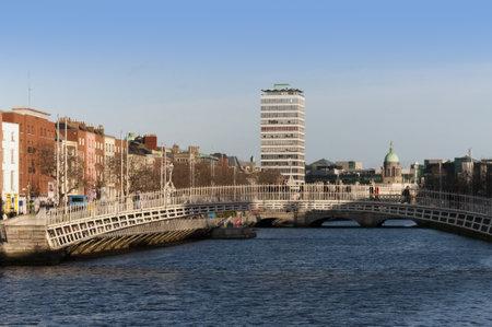 liffey: The Ha penny Bridge  over the River Liffey in Dublin City Ireland