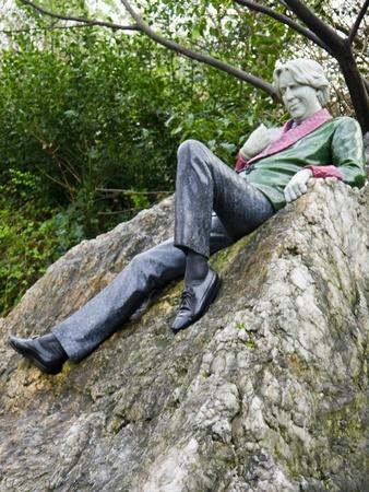 Standbeeld van Oscar Wilde, schrijver in Merrion Square Park in Dublin Ierland