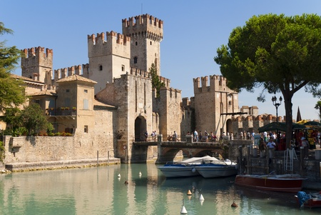 Sirmione is one of the lovely small towns on this lake in Northern Italy with a Snation situated near the Dolomites and Italian Alps. Banco de Imagens - 12546458