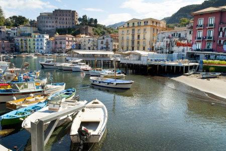 marquetry: Gato en Marina Grande el antiguo puerto pesquero de Sorrento, en el sur de Italia