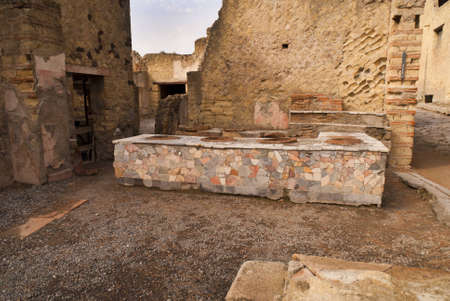 marquetry: Tienda en el Buried ciudad romana de Herculano, Italia