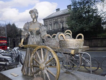 malone: Bronze Statue of Molly Malone in Dublin City Ireland