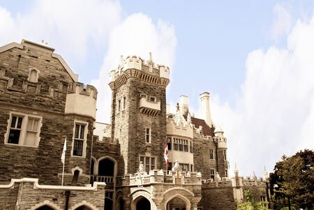 Casa Loma, one of Toronto s premier tourist attractions, is visited by tourists year-round  Sir Henry Pellat engaged the noted architect E J  Lennox to help him realize a life-long dream - the creation of a  medieval  castle overlooking Toronto