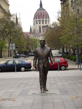 ronald reagan: Statue of American President Ronald Reagan in Budapest Hungary