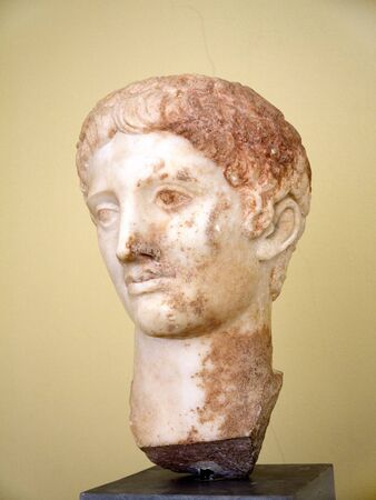 statue grecque: t�te de statue grecque � Fira Santorini Gr�ce Banque d'images
