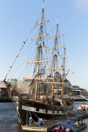 emigranti: una delle navi Coffin che hanno emigrati negli Stati Uniti ormeggiata a Dublino Irlanda