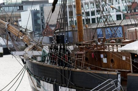 emigranti: una delle navi pattumiera che si sono emigrati negli Stati Uniti ormeggiata a Dublino Irlanda Editoriali