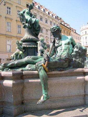 donner: Donner Fountain in Neue Markt Donner Fountain in Neue Markt Vienna Austria Editorial