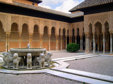 グラナダ: グラナダ スペインで 13 世紀アルハンブラ宮殿でライオン裁判所