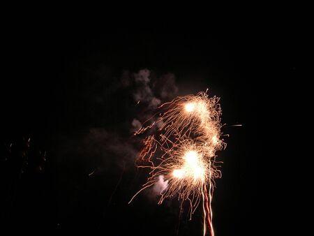 guy fawkes night: Fuegos artificiales en la noche Hoguera en Inglaterra Foto de archivo