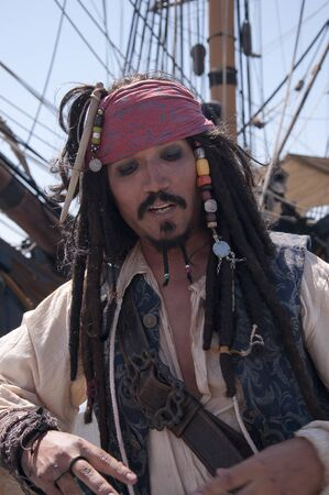 reenactor: Pirate re-enactor en San Diego Festival de Vela California, EE.UU.