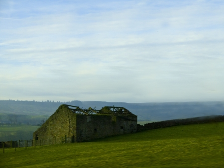 brenda kean: Misty morning on the Yorkhire Moors in England Stock Photo