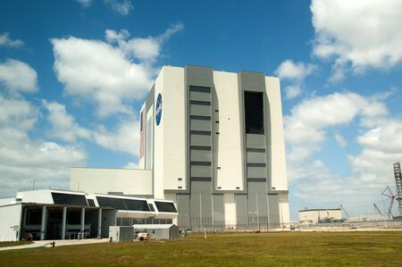 re fuel: The Vehicle Assembly Building (VAB) at the Kennedy Space Centre, Cape Canaveral, Florida, USA