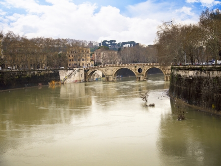 tiber: Inusualmente alta del r�o T�ber en Roma Italia Editorial