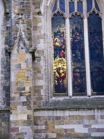 vetrate colorate: Vetrate nella Cattedrale di Ripon nello Yorkshire in Inghilterra