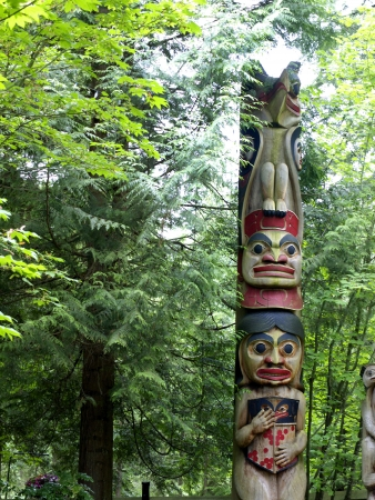 brige: T�tem en el Capilano Brige en vancover Columbia Brit�nica Canad�