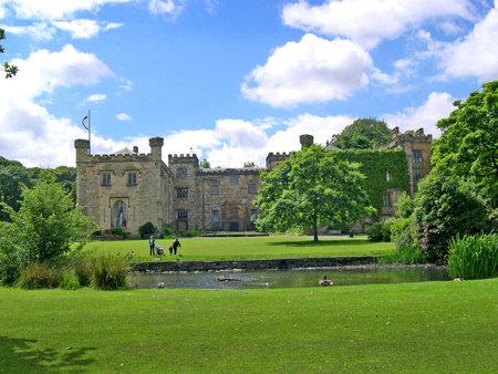 14th: Llega el verano al siglo 14 Towneley Hall en Burnley Lancashire