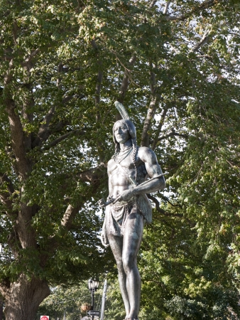 wampanoag: Statue of Massasoit the Wampanoag Chief who helped the first Pilgrims in Plymouth Mass, USA Editorial