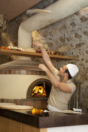rethymno: Tossing a pizza in Rethymno Pizzeria in Crete