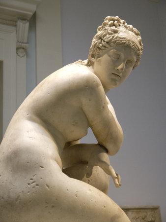 statue grecque: Statue grecque dans le mus�e � Londres en Angleterre