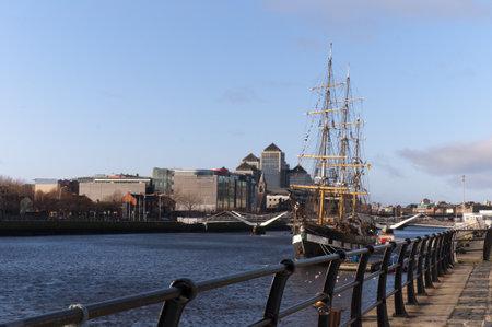emigranti: Uno dei Coffin Ships che hanno emigrati in tutto il mondo da Dublino Irlanda
