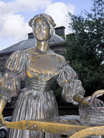 kilmainham: Molly Malone Statue Wheeling her Barrow through Streets Broad and Narrow in Dublin Ireland
