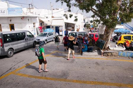 chora: Calle estrecha en Chora la ciudad principal en la isla de Mykonos Grecia