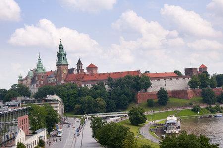 portcullis: Le torri del castello di Wawel a Cracovia in Polonia Editoriali