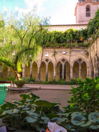 marqueteria: La Iglesia y claustros de San Francisco en Sorrento Italia Editorial