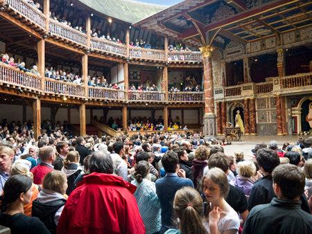 Shakespeares Globe Theatre aan de oever van de Theems in Southwark Londen Engeland