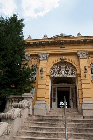 szechenyi: Szechenyi Gyogyfurdo ba�os termales en el Parque de la ciudad Editorial