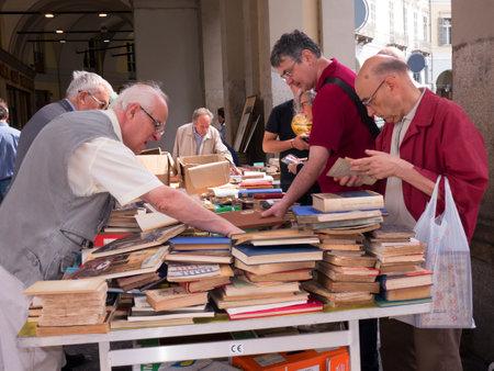 Foire du livre dans le Colonnades de la Via Roma Turin Italie