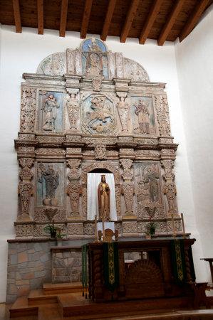 retablo: Retablo de una iglesia de adobe en Santa Fe Nuevo M�xico EE.UU.