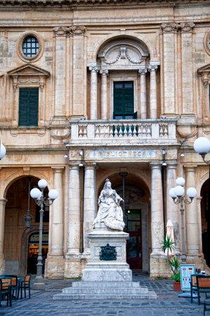 queen victoria: Statue of Queen Victoria outside the Library in Valletta on the island of Malta Editorial